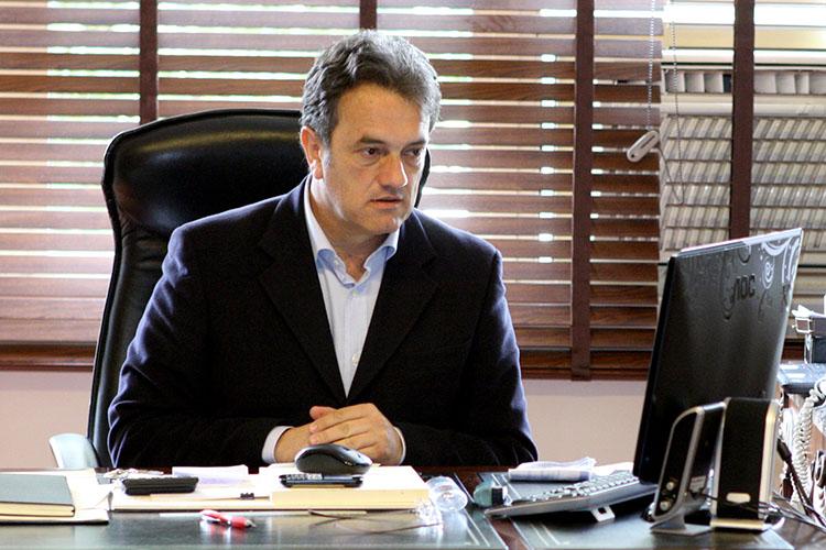 """O projeto prevê que a consulta ao aplicativo """"Menor Preço"""", desenvolvido pelo Governo do Paraná, será uma das formas de estabelecer o preço estimado ou de referência do objeto licitado"""