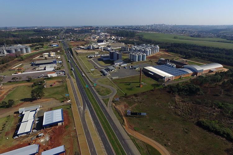 Poderão comprar terrenos cedidos pela Prefeitura as indústrias que estão instaladas há mais de 10 anos no espaço, e que se comprometam a não alterar a característica de atividade industrial