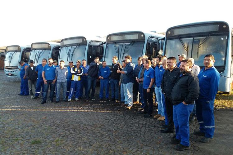 Quatro ônibus serão utilizados pela Secretaria Municipal de Serviços Públicos e um pela Fundação Municipal de Cultura