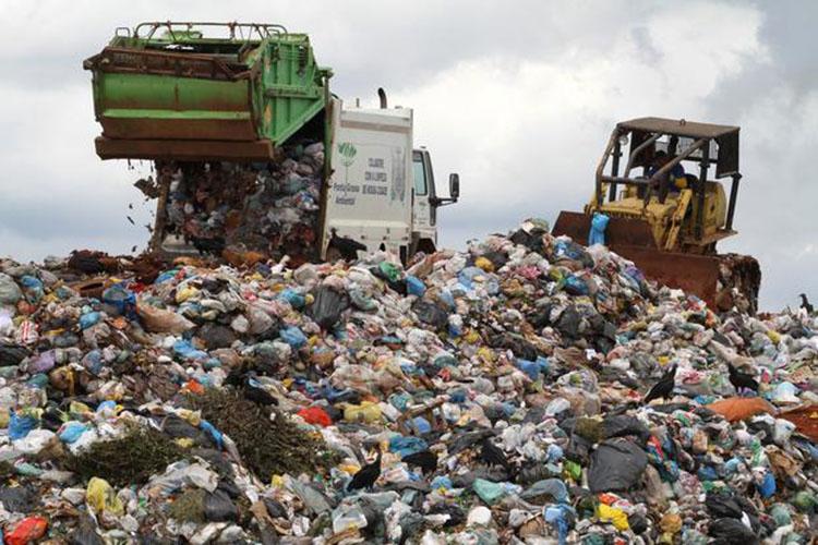 O Município também deve promover a recuperação ambiental da área onde está localizado o atual Aterro do Botuquara, visando minimizar os danos já causados ao meio ambiente
