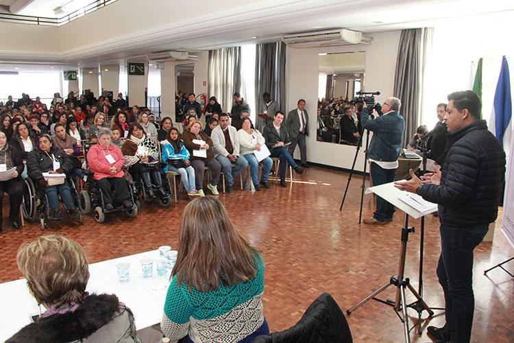 Primeiro dia da Conferência Municipal reuniu para debate diversos trabalhadores do setor, representantes de entidades e usuários da rede