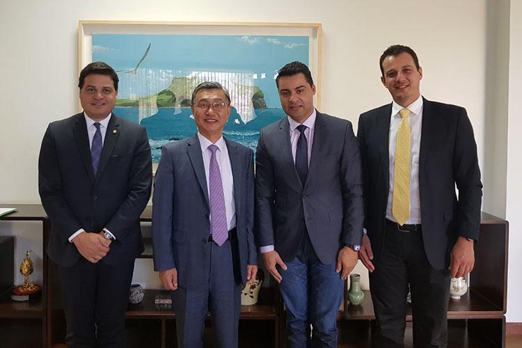 O prefeito Marcelo Rangel esteve hoje na Embaixada da Coreia do Sul, em Brasília, para alinhar estratégias e estreitar laços com intuito de atrair novas indústrias para a cidade. O prefeito confirmou a sua participação na Missão Coréia do Sul, de 20 a 25 deste mês