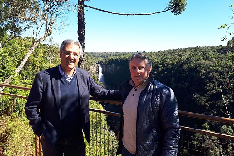 Eles fazem parte de uma série de melhorias para promover o turismo no município. O local é famoso na região por abrigar uma cachoeira de 84 metros. Esta é a última obra necessária para a conclusão do monumento. Investimento feito pelo Governo do Estado é de R$ 2,67 mi