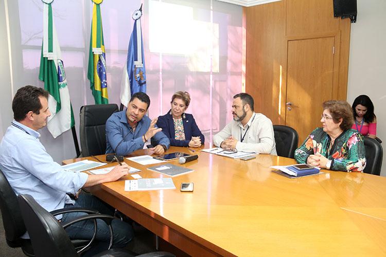 Duas indústrias sul-coreanas demonstraram interesse em investir no Brasil e os seus executivos irão visitar Ponta Grossa em uma comitiva que está sendo organizada para novembro ou dezembro