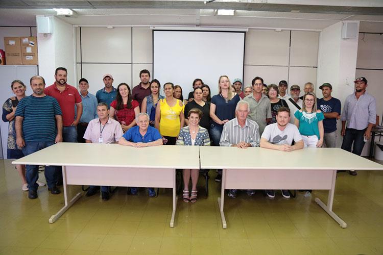 Com esta segunda etapa de parceria, Município já chega a 138 produtores rurais parceiros para manutenção do Feira Verde. Contratos foram firmados pelo período de um ano, totalizando R$ 456 mil em repasse para os produtores