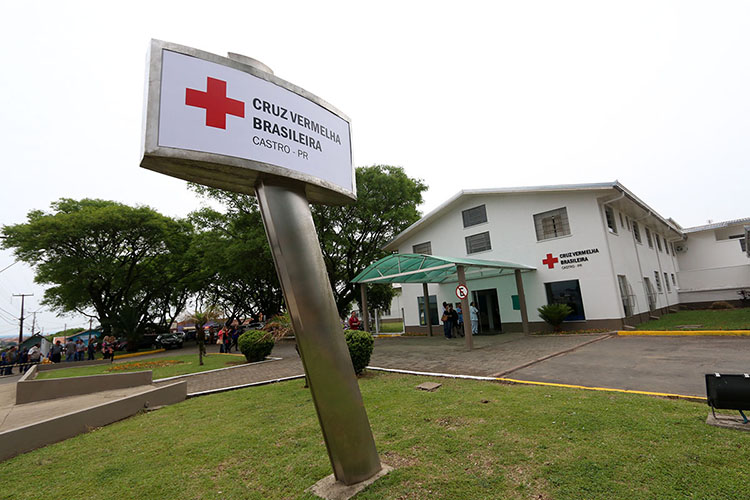 Dinheiro se destina a equipamentos e materiais para o Hospital Anna Fiorillo Menarim, que pertence ao município. O governador também anunciou para breve a publicação de edital para licitação de um helicóptero que fará o atendimento aeromédico nos Campos Gerais