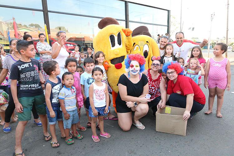 A festa reuniu cerca de 300 crianças do bairro de Uvaranas