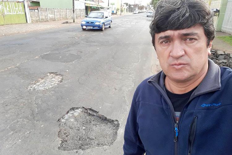 O secretário municipal de Serviços Públicos, Márcio Ferreira, anunciou ainda que a Prefeitura de Ponta Grossa irá abrir licitação para terceirizar os serviços de limpeza e manutenção de boca-de-lobo (galerias), tapa-buracos e roçadas