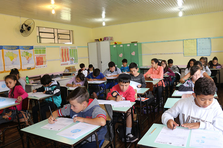 A avaliação municipal promovida pela Secretaria Municipal de Educação de Castro têm como objetivo verificar o nível de aprendizado individual do aluno