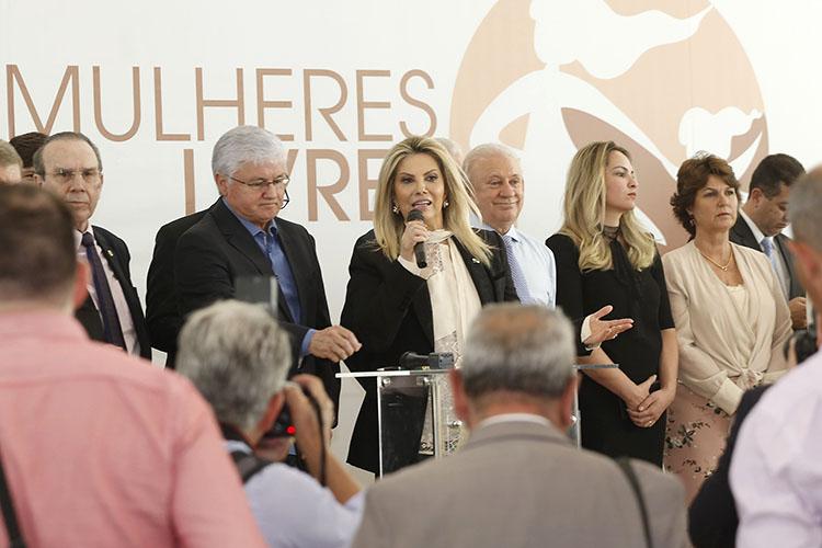 A governadora em exercício Cida Borghetti assinou os convênios, que somam R$ 207 milhões. Da região dos Campos Gerais foram contemplados 12 Municípios, com recursos que somam R$ 14,5 milhões