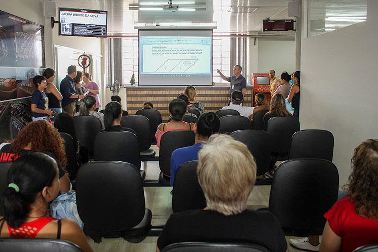 O evento reuniu famílias que integram o cadastro da Prolar e têm o interesse de construir as suas casas no conjunto habitacional