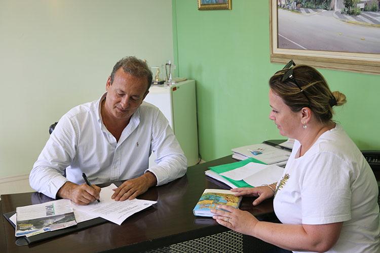 O prefeito Moacyr Fadel Junior assinou hoje ordem de serviço para a obra